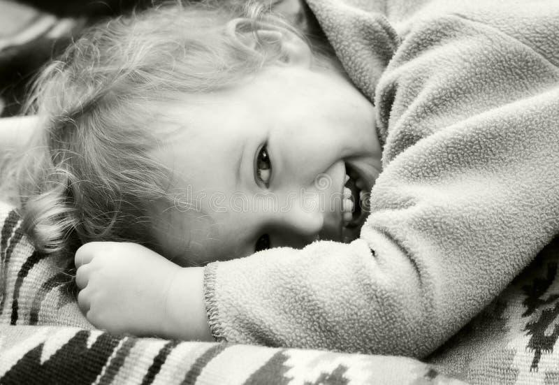 Bambino di risata dell'annata immagini stock libere da diritti