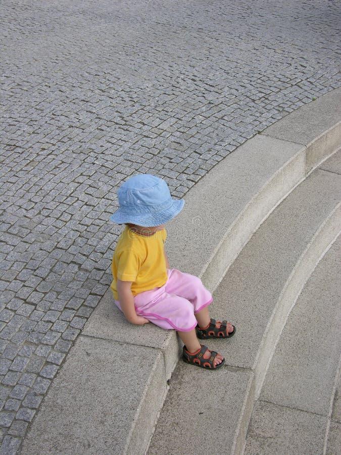 Bambino Di Seduta Fotografia Stock