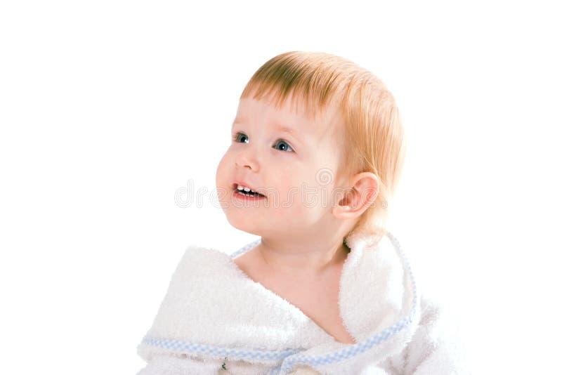 Bambino di sorriso di bellezza in tovagliolo fotografia stock