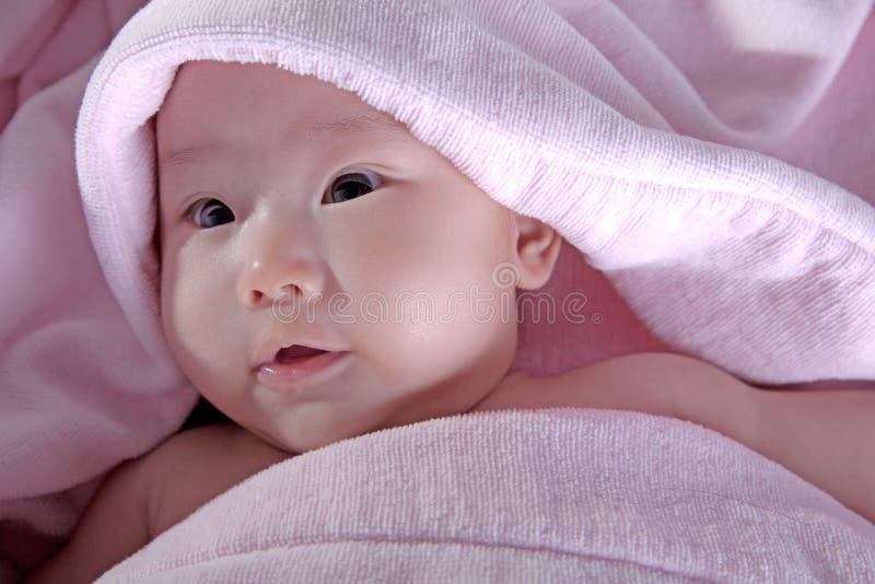 bambino dopo il bagno 2 fotografie stock libere da diritti