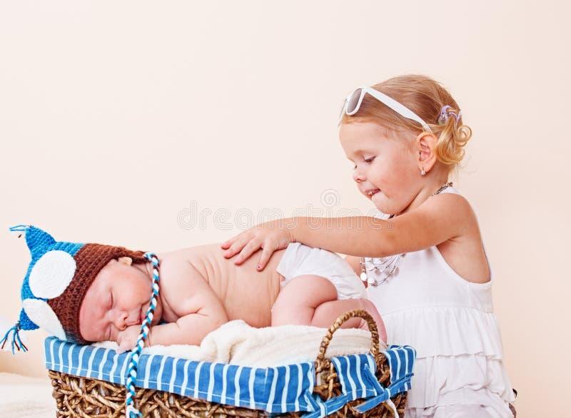 Bambino e bambino svegli immagine stock