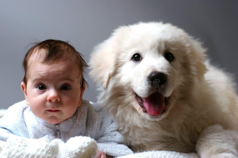 Bambino e cucciolo