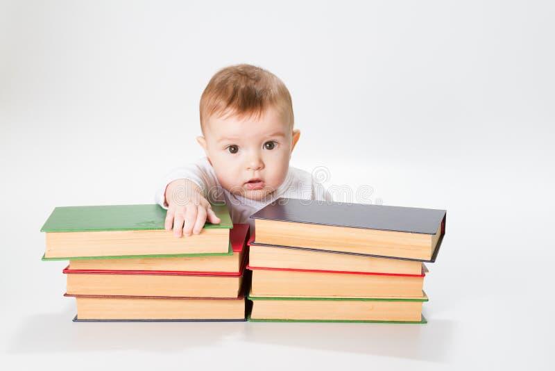 Bambino e libri fotografie stock
