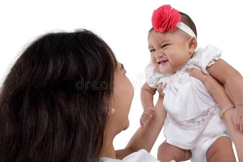 Bambino e mamma Giggly immagini stock