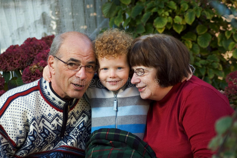 Bambino e nonni immagine stock libera da diritti