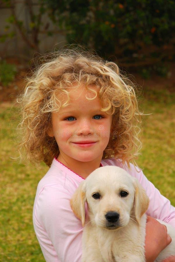 Bambino ed animale domestico immagine stock libera da diritti