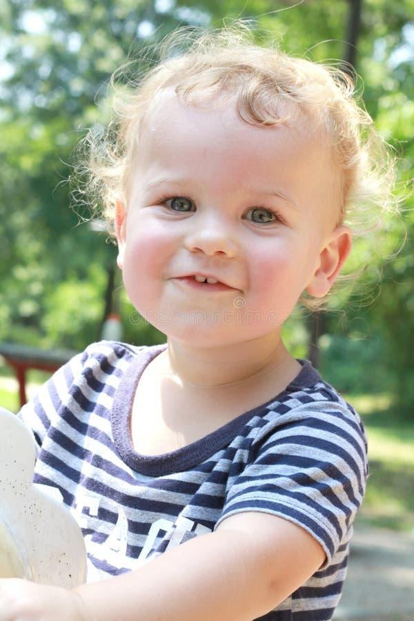 Bambino, estate del bambino, campo da giuoco della sorgente fotografia stock