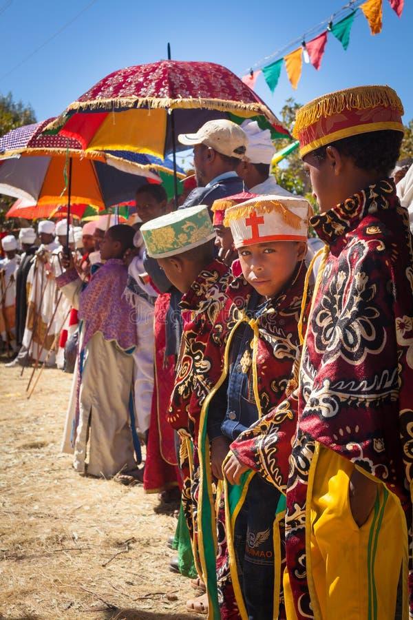Bambino etiopico durante il festival di Timkat a Lalibela in Etiopia immagine stock