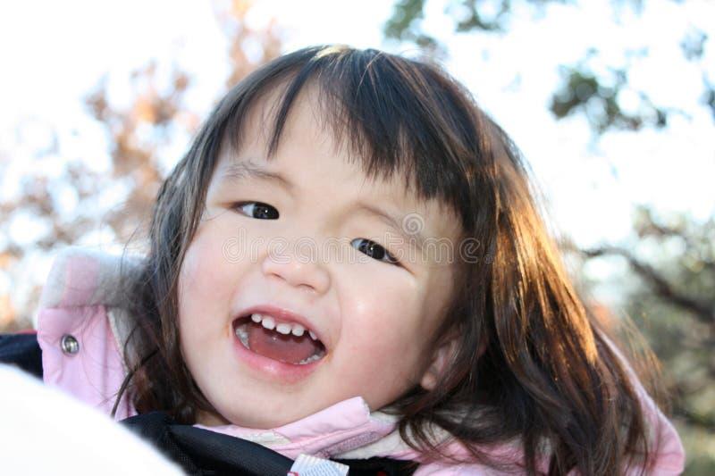 Download Bambino felice fotografia stock. Immagine di rivestimento - 7306520