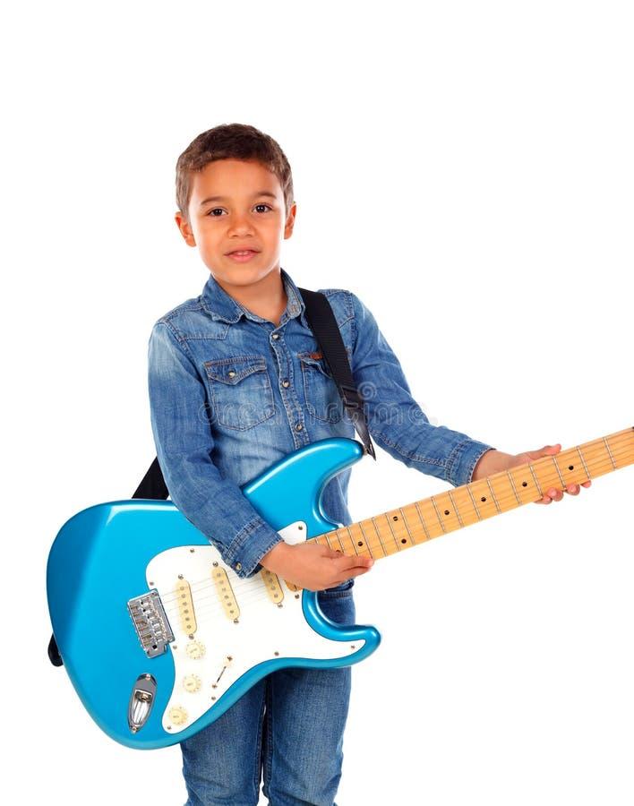 Bambino felice che gioca chitarra blu elettrica fotografie stock