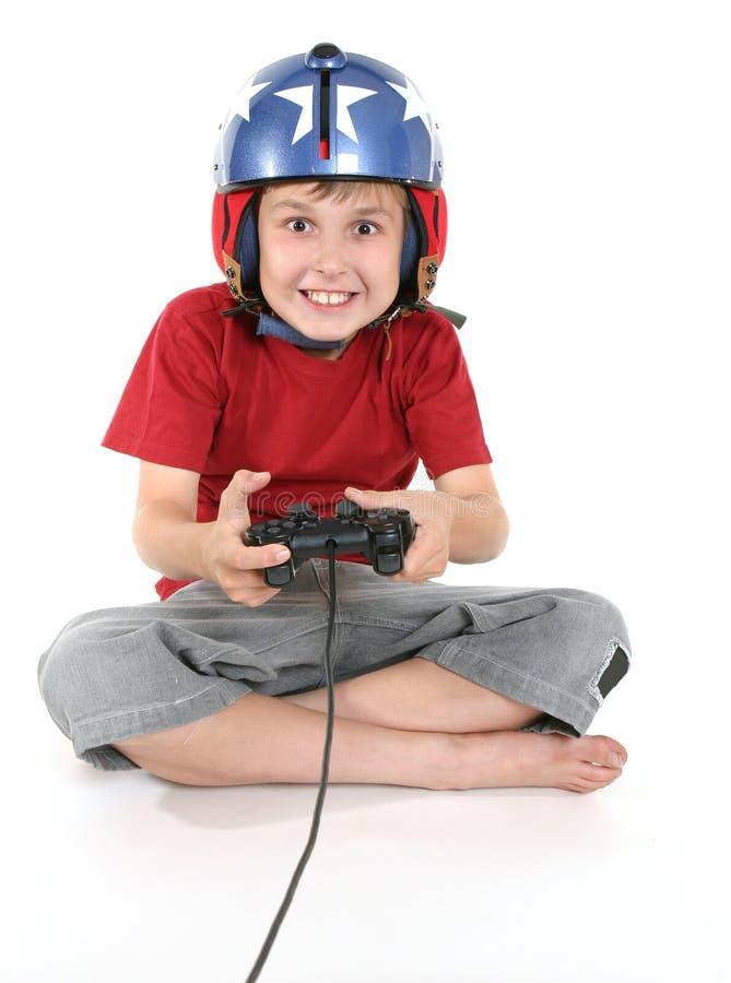 Bambino felice che gioca i giochi fotografie stock