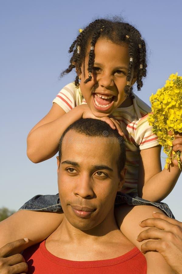 Bambino felice con il padre immagini stock libere da diritti