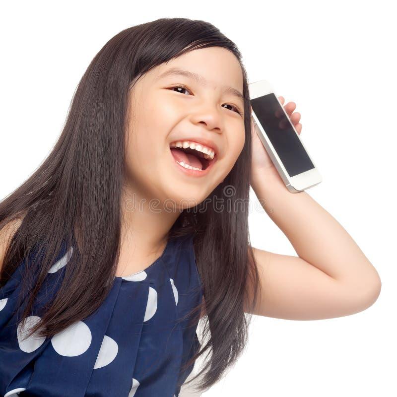 Bambino felice con lo smartphone fotografia stock libera da diritti