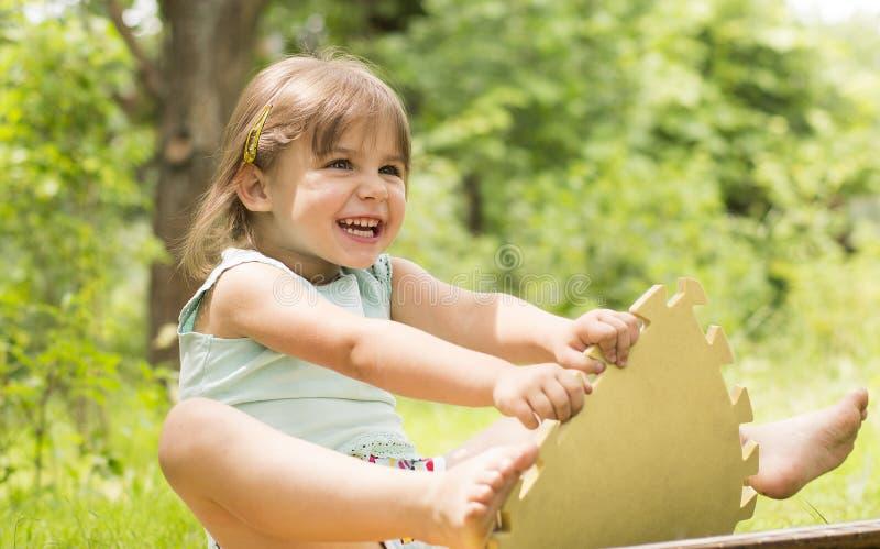 Bambino felice e guastato immagine stock libera da diritti