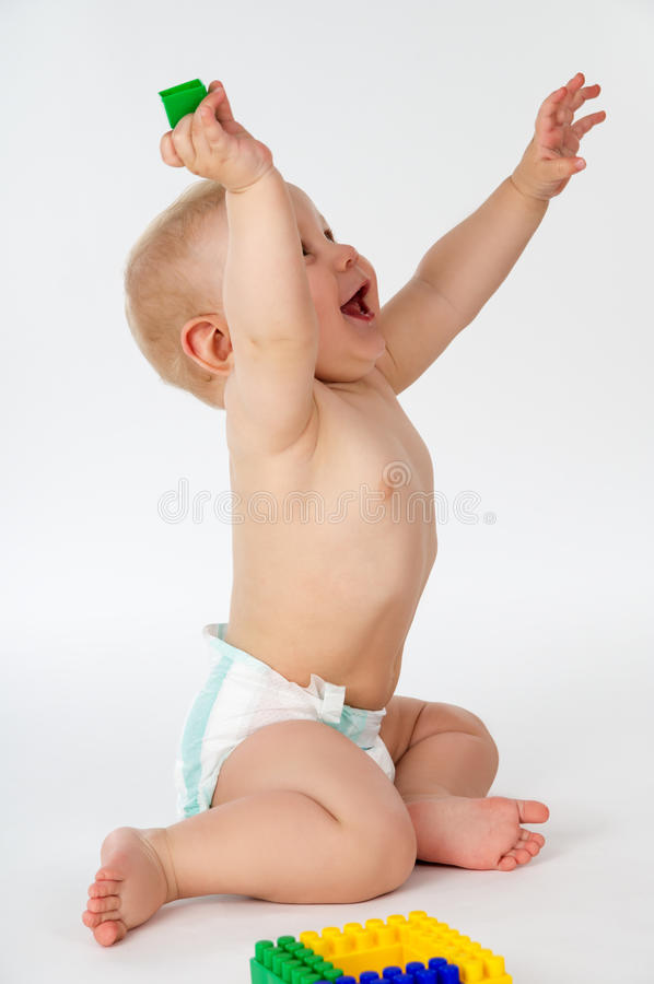 Bambino felice e maligno con i giocattoli fotografia stock