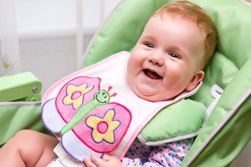 Bambino felice prima del pasto fotografia stock