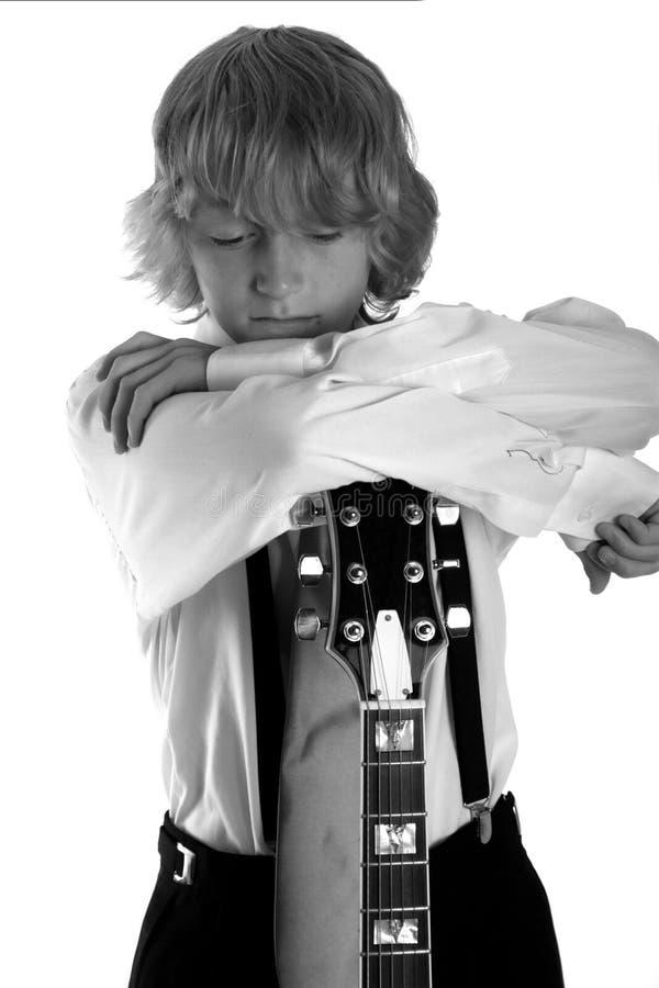 Bambino freddo con la chitarra fotografia stock libera da diritti