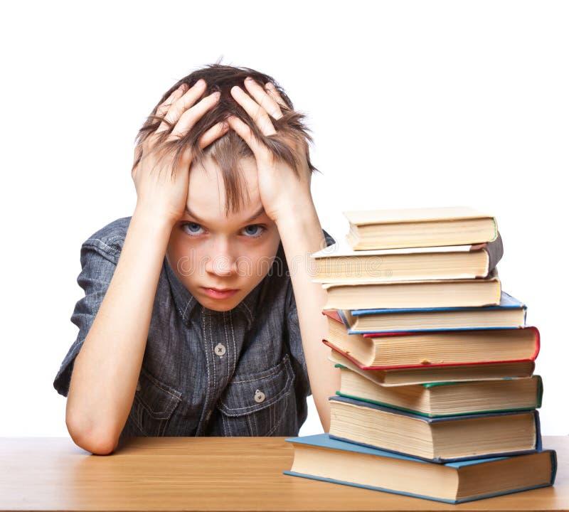Bambino frustrato con le difficoltà di apprendimento immagini stock libere da diritti