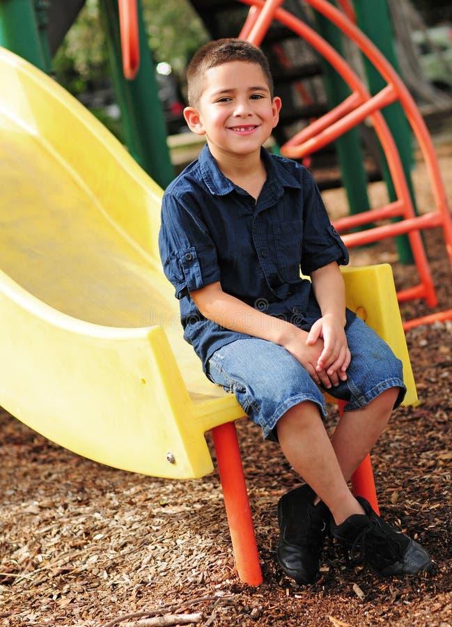 Bambino in giovane età e trasparenza felici immagine stock libera da diritti