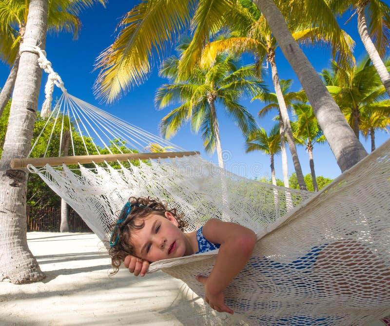 bambino in hammock fotografie stock