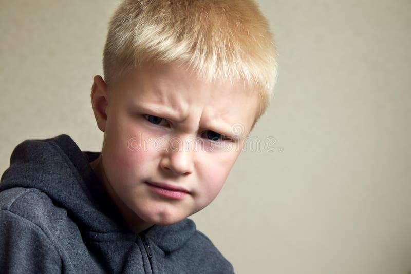 Bambino infelice arrabbiato fotografia stock