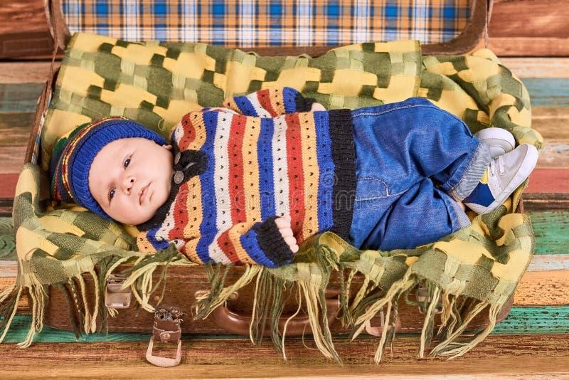 Bambino in maglione tricottato immagine stock libera da diritti