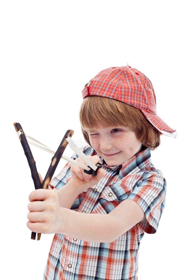Bambino maligno che mira con l'imbracatura fotografia stock libera da diritti