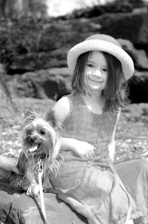 Bambino-Migliori amici immagine stock libera da diritti