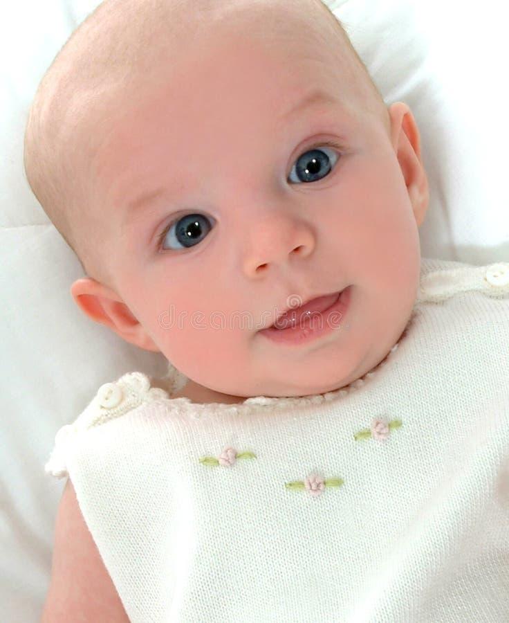 Bambino nel bianco fotografia stock
