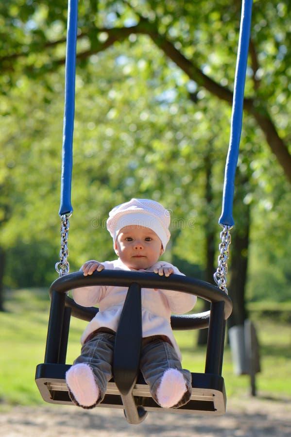 Bambino nel parco fotografie stock