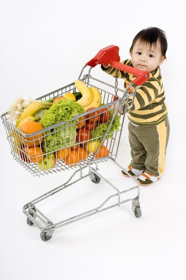 Bambino nel supermercato fotografia stock