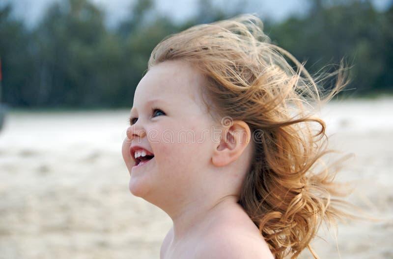 Bambino nel vento immagine stock