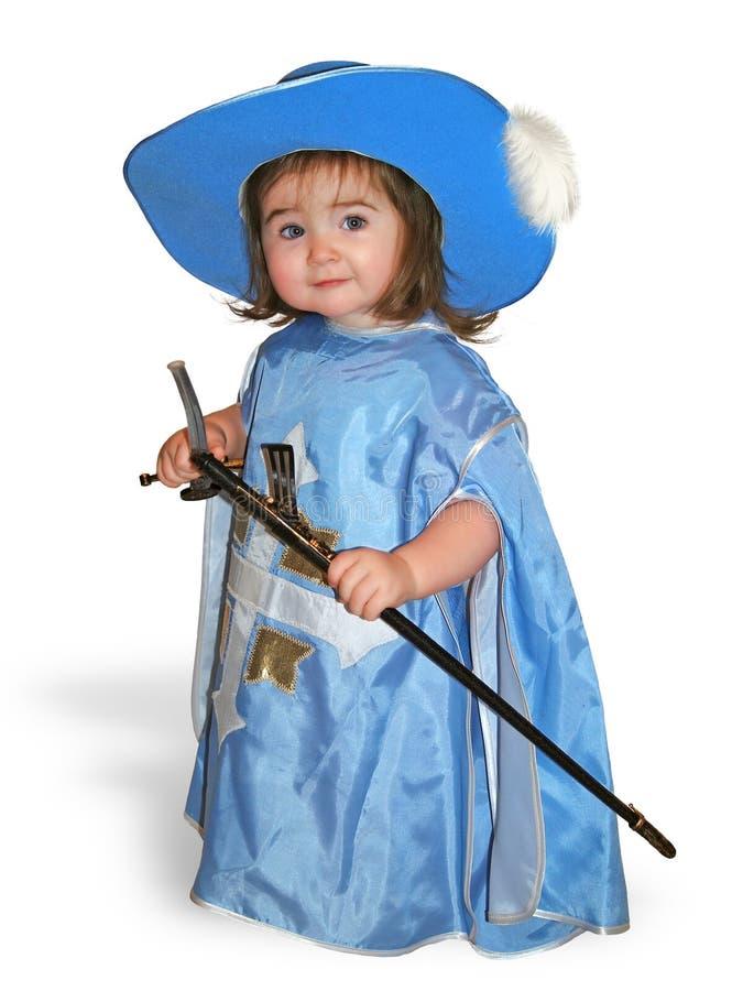 Bambino piacevole in costume blu del moschettiere immagine stock libera da diritti