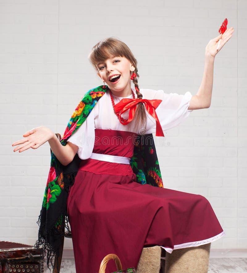 Bambino russo in vestito nazionale fotografia stock libera da diritti