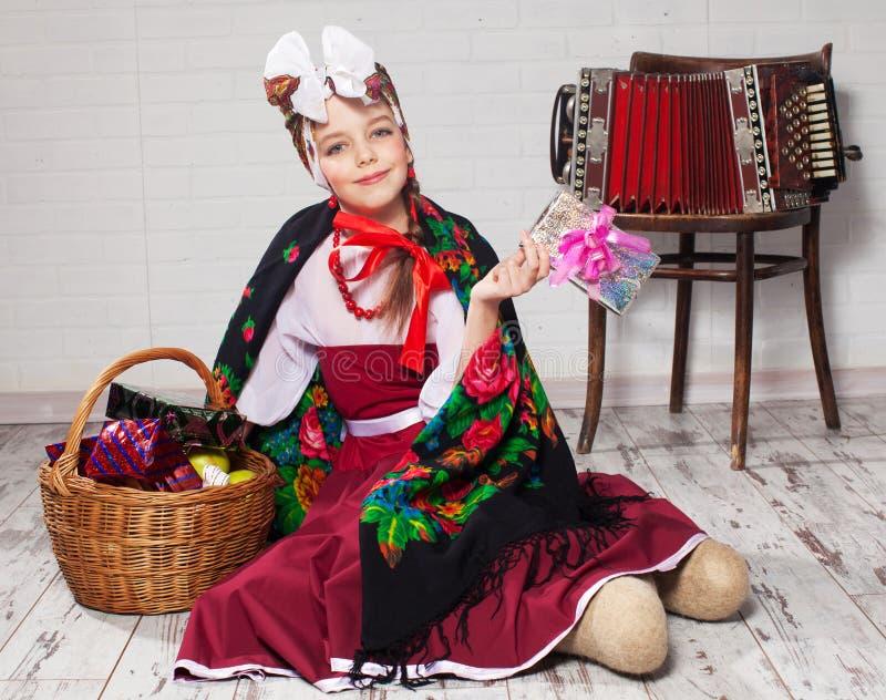 Bambino russo in vestito nazionale fotografia stock