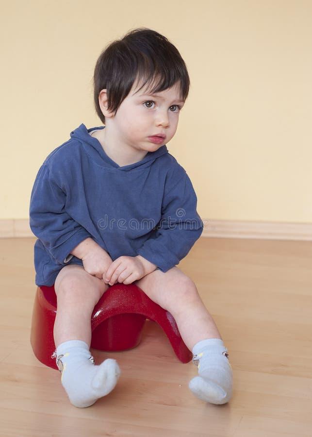 Bambino su banale fotografie stock libere da diritti