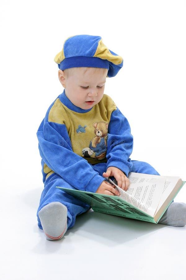 Bambino sui precedenti bianchi fotografie stock libere da diritti