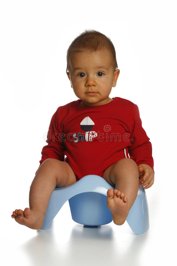 Bambino sul chamberpot fotografie stock libere da diritti