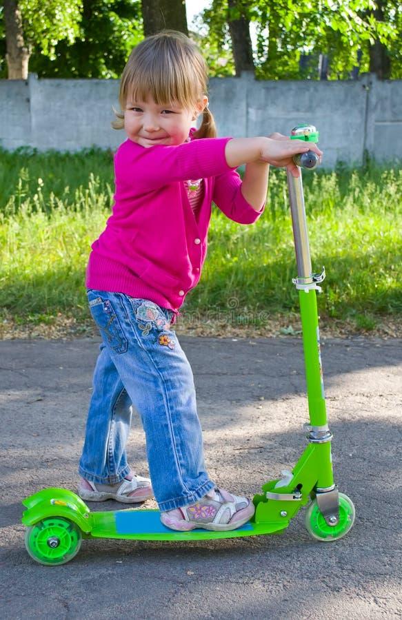 Bambino sul motorino fotografia stock