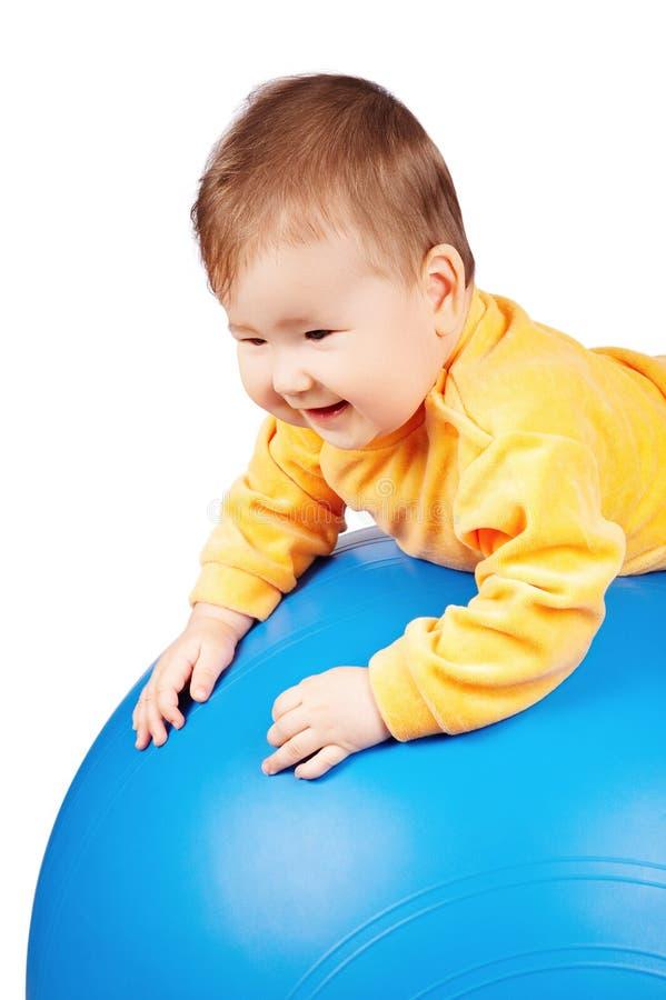 Bambino sulla sfera fotografia stock