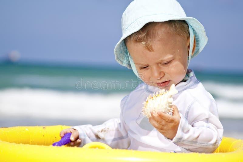 Bambino sulla vacanza fotografie stock