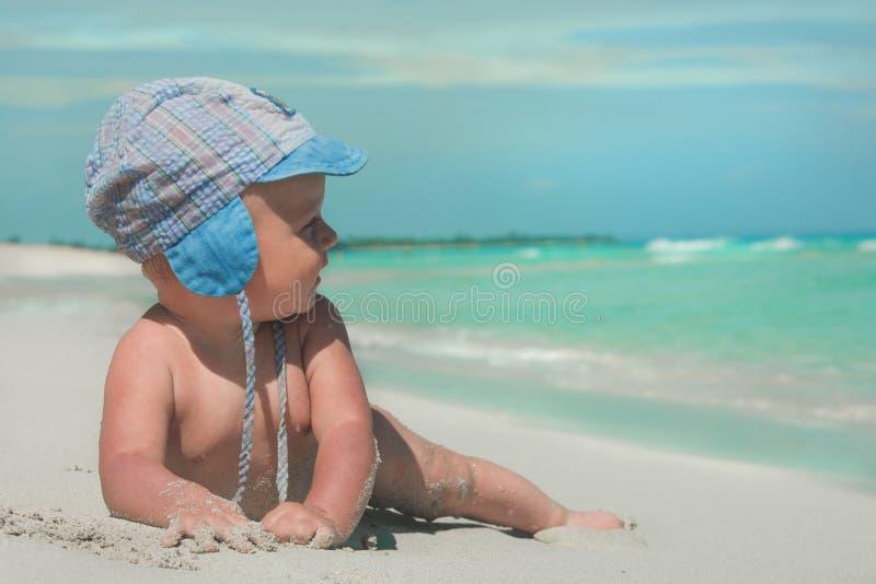 Download Bambino sveglio immagine stock. Immagine di infante - 117976273