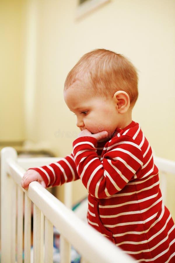 Bambino sveglio in base fotografie stock libere da diritti