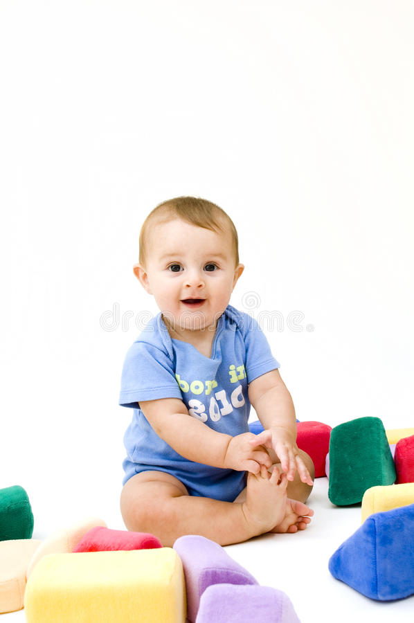 Bambino sveglio con i giocattoli fotografia stock