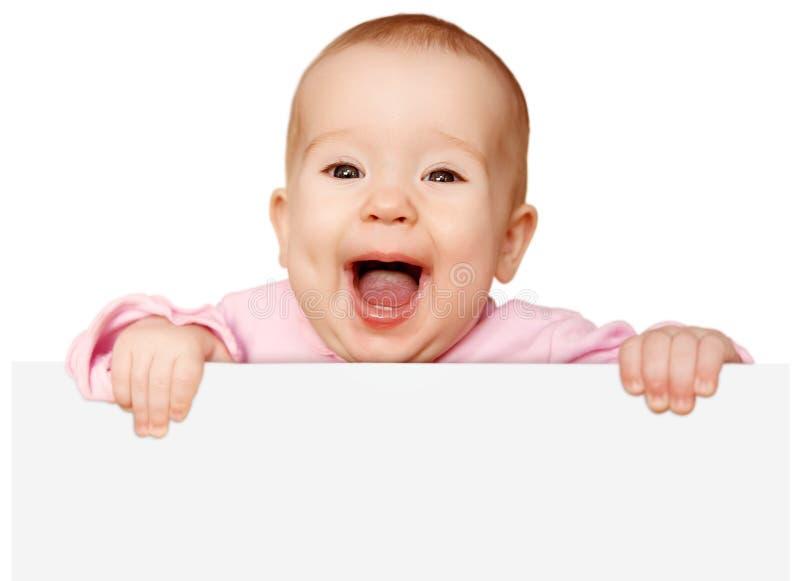 Bambino sveglio con l'insegna in bianco bianca isolata immagine stock libera da diritti