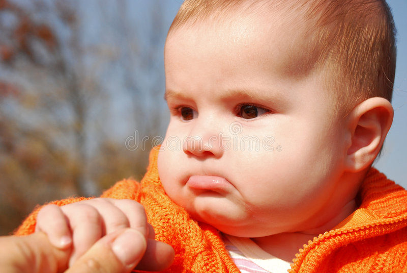 Download Bambino triste fotografia stock. Immagine di arancione - 7321892