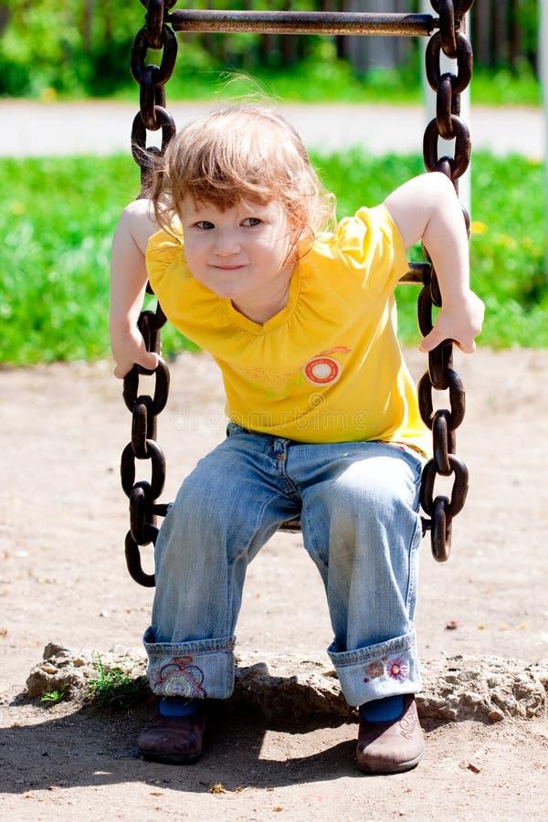 Bambino in una sosta fotografia stock libera da diritti