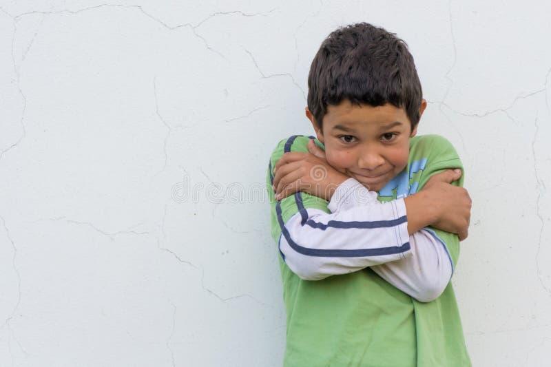 Bambino zingaresco timido fotografia stock libera da diritti