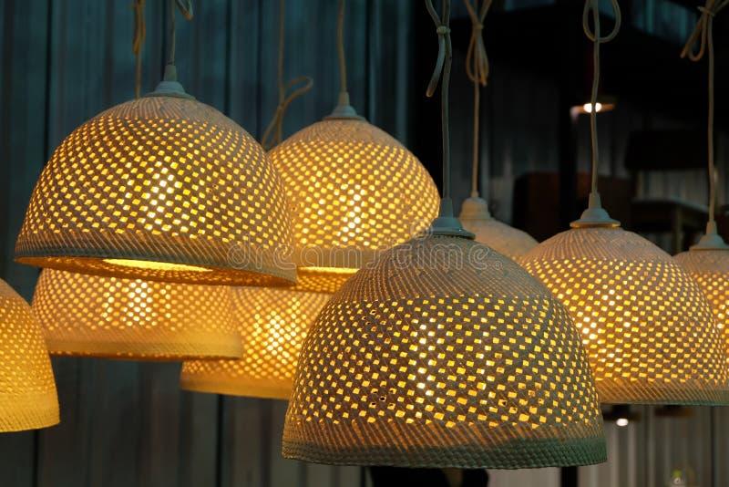 Bamboe geweven lamp stock fotografie