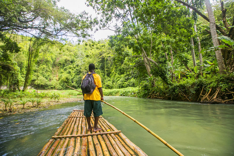 Bamboe Rafting op Martha Brae River in Jamaïca royalty-vrije stock fotografie
